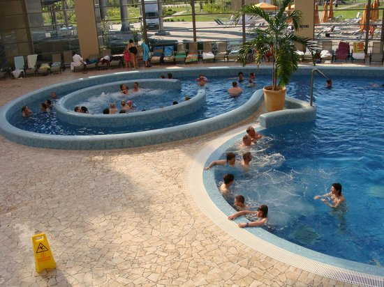 Aquaworld Resort Budapest: Piscina com bolhas