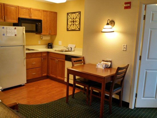 Residence Inn Boston Framingham: Full Kitchen