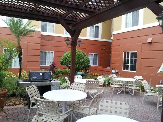 Extended Stay America - Orlando Theme Parks - Vineland Rd. : Frente da Piscina
