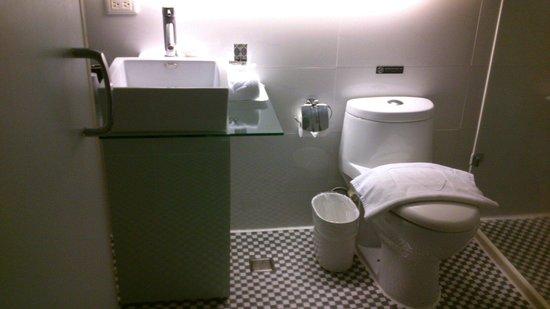Hotel Purity : 乾淨明亮的衛浴