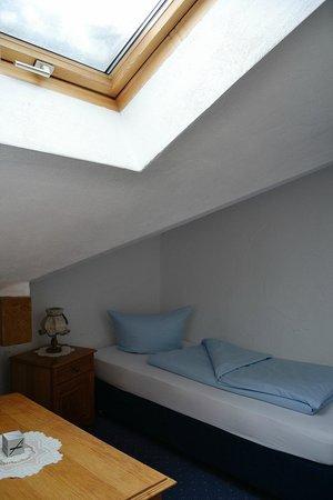 Hotel Gasthof Drei Mohren: Habitación sencilla. Abuhardillada. Preciosa.