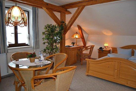 Hotel Gasthof Drei Mohren: Escritorio al fondo.