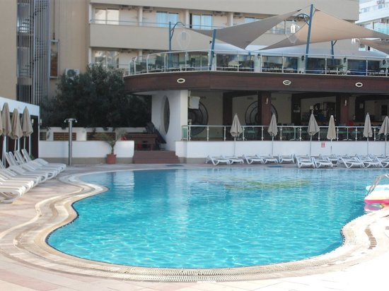 Blue Bay Classic Hotel : pool & pool bar