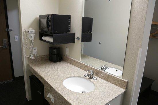 Oak Tree Inn: Guest Sink