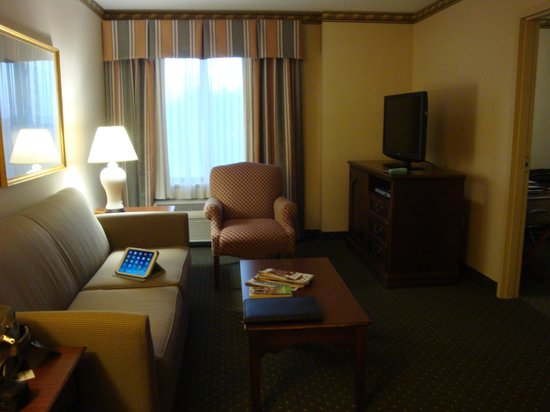 Holiday Inn Express Middletown / Newport: Living room
