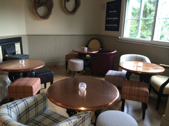 The Cross Keys: Front seating area