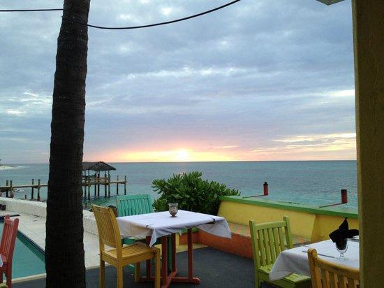 Compass Point Beach Resort: Sonnenuntergang vom Restaurant aus
