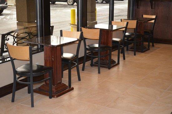 Detroit Regency Hotel: Breakfast Tables