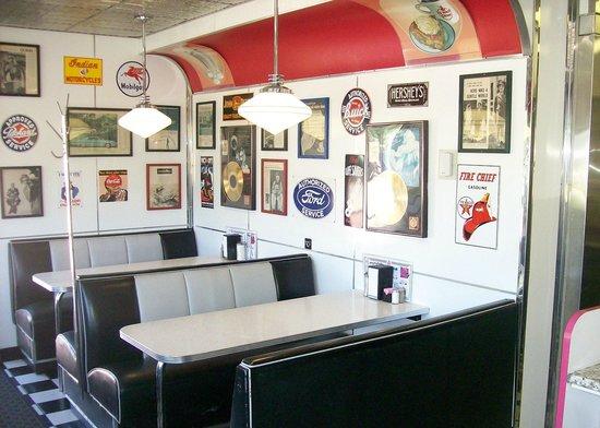 Oak Tree Inn: Penny's Diner