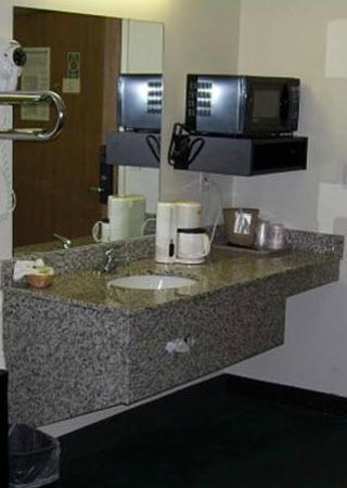 Travelodge Hermiston : Guest Room Sink