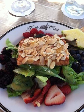 The Turtle Club - Naples : Honey Almond Salmon lunch
