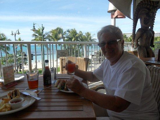 Aston Waikiki Beach Hotel Tiiki Patio