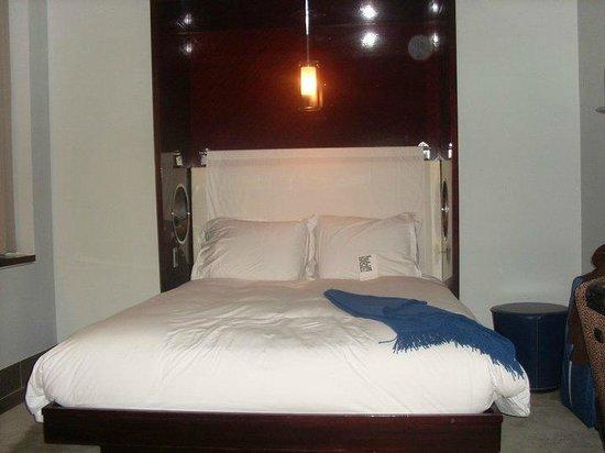 Royalton New York Hotel: bedroom