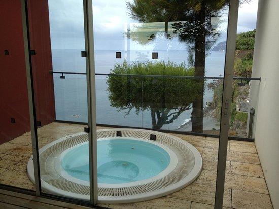 Estalagem Ponta do Sol: Whirlpool mit Meerblick