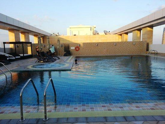 Бассейн отеля Dusit Thani Abu Dhabi