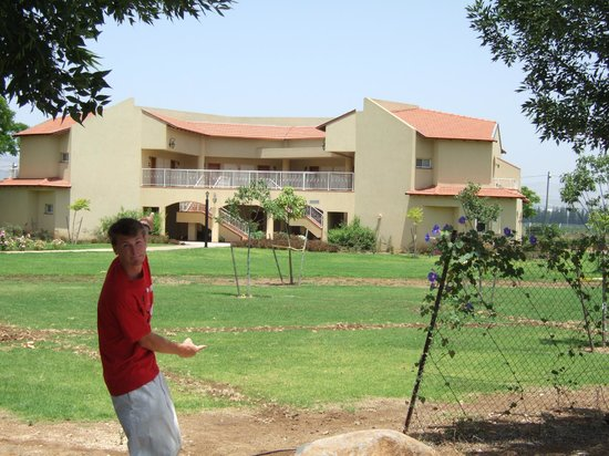 Pastoral Hotel - Kfar Blum: The building our room was located in