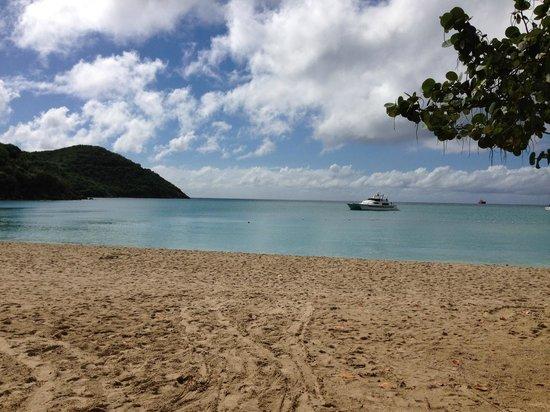 Island Beachcomber Hotel: Beach is beautiful!