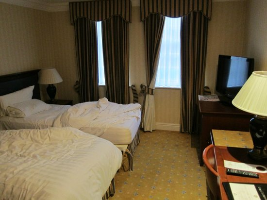 Best Western Plus Manor Hotel: Room with two beds