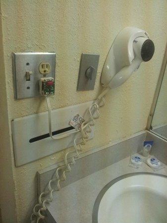Americas Best Value Inn : Bathroom 2