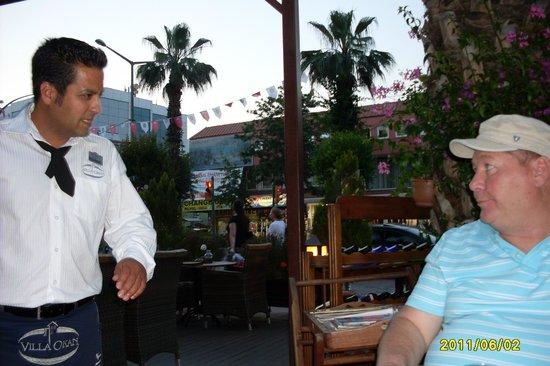 Villa Okan Restaurant: Самый лучший официант