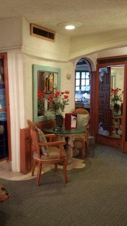 Americas Best Value Inn - Posada El Rey Sol: The bedroom area