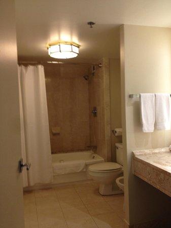 Hotel Omni Mont-Royal : Bathroom