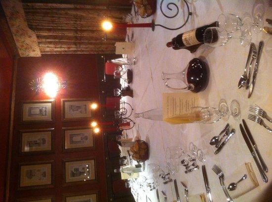 Le Manoir De Gressy : Une des salle de repas