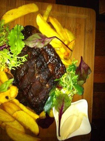 eetcafe Compaenen: Finger lickin good ribs