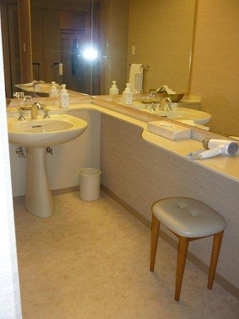 Grand Prince Hotel Kyoto : Grand Prince Hotel Wash basin area