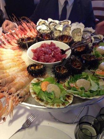 San Bonifacio, Italia: Spetacolare piatto di pesce crudo...