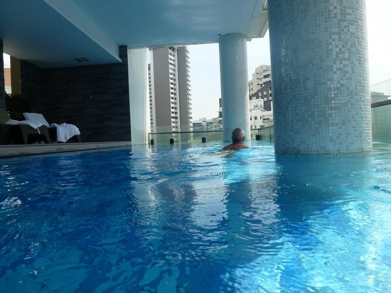 The Quincy Hotel by Far East Hospitality: Beautiful pool