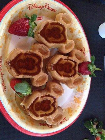 Disney's Coronado Springs Resort: Mickey Mouse Waffles!!