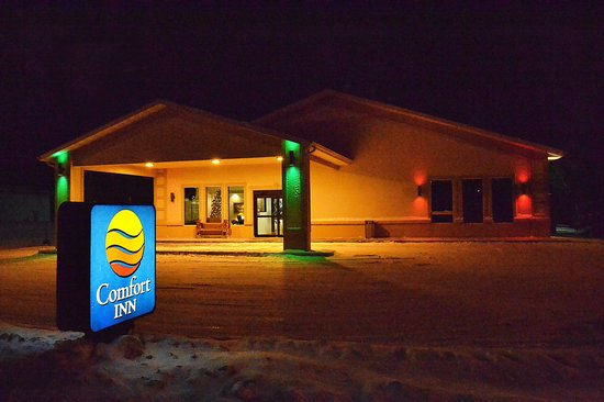 Comfort Inn : Entrance at Night - Winter