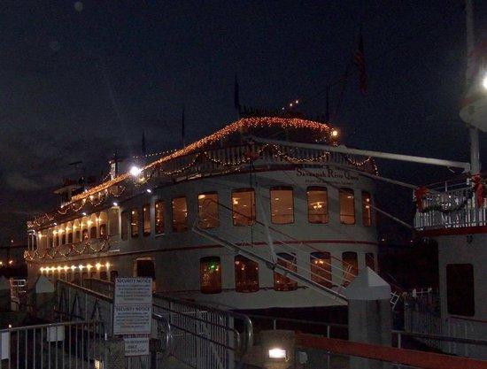 Savannah Historic District: Savannah River Queen