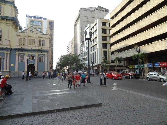 Hampton Inn by Hilton Guayaquil-Downtown : Vista de Av. 9 de Octubre