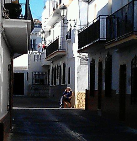 Casa Charlotte : Back streets of Nerja (Old Lady in Sunshine)