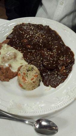 El Rey Sol Restaurant: Chicken mole muey bueno