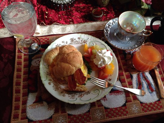 1884 Wildwood Bed and Breakfast Inn: Stuffed croissant with fruit. Delicious!