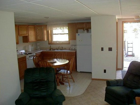 White Pine, MI: Kitchen