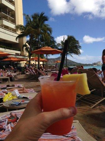 Sheraton Waikiki: Tropical drinks at the infinity pool