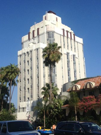 Sunset Tower Hotel : View from across the street - West Sunset Boulevard