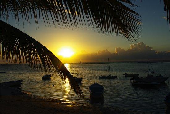 """Un soir au bord du lagon devant """"The Bay Hôtel"""""""