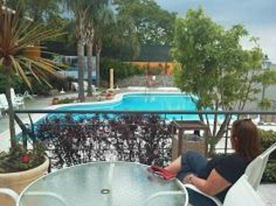 Radisson Hotel Colonia del Sacramento: zonaa de pileta