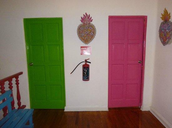 Hostal B&B Dos Fridas y Diego: Entrada de las habitaciones