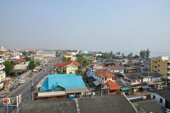 Chalelarn Hotel Hua Hin: Вид с шестого этажа на город
