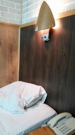 Fiat Hotel : Кровать