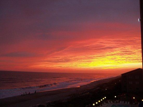 Clam Digger Inn: Sunset in Atlantic Beach