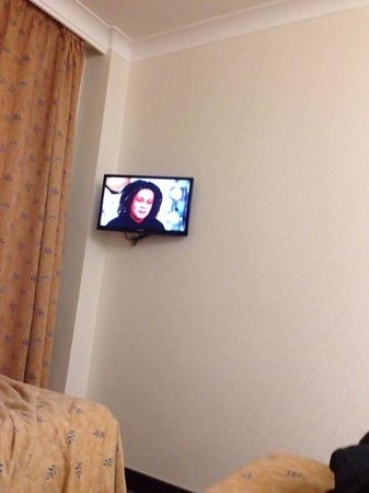 Royal National Hotel: tv in room