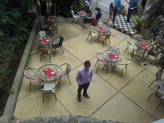 ViaVia Hotel Valparaiso: Terraza, foto desde las escaleras