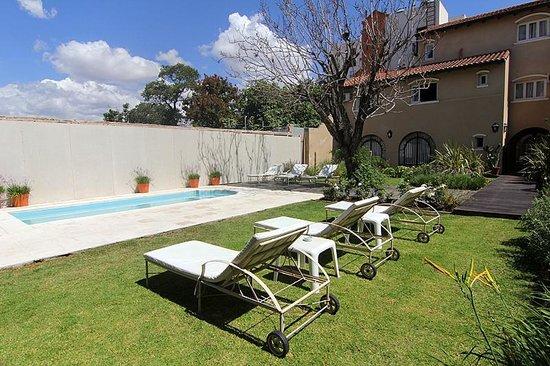 Delvino Boutique Hotel: Beautiful pool area